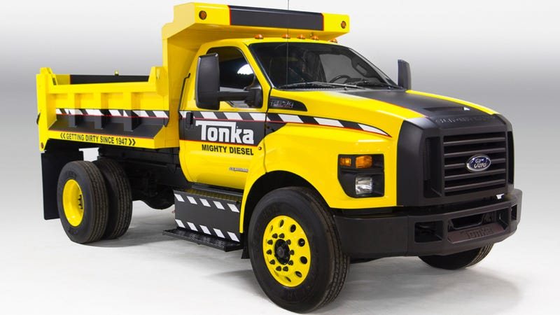 Illustration for article titled Ford Turned The 2016 F-750 Into A Gigantic Tonka Toy Because Awesome