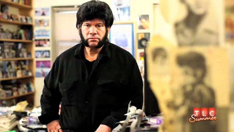 Illustration for article titled Elvis Impersonator Slash Hoarder Lives in Garbageland, not Graceland