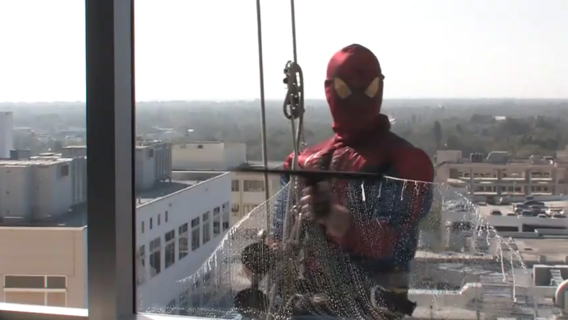 Illustration for article titled Awesome Window Washers Dressed Up As Spiderman When They Visited a Children's Hospital