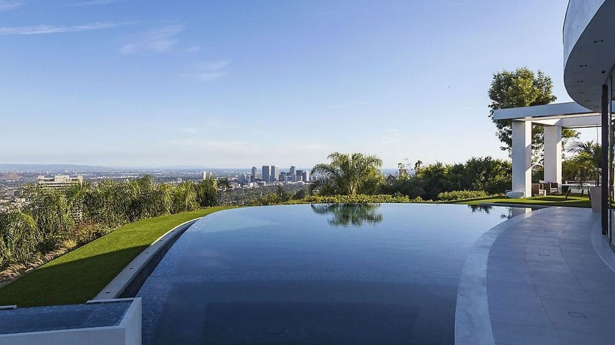 Minecraft S Creator Buys The Most Expensive House In Beverly Hills