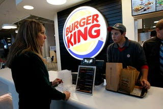 Illustration for article titled Burger Kingben vizsgáznak az ELTE diákjai! (frissítve)
