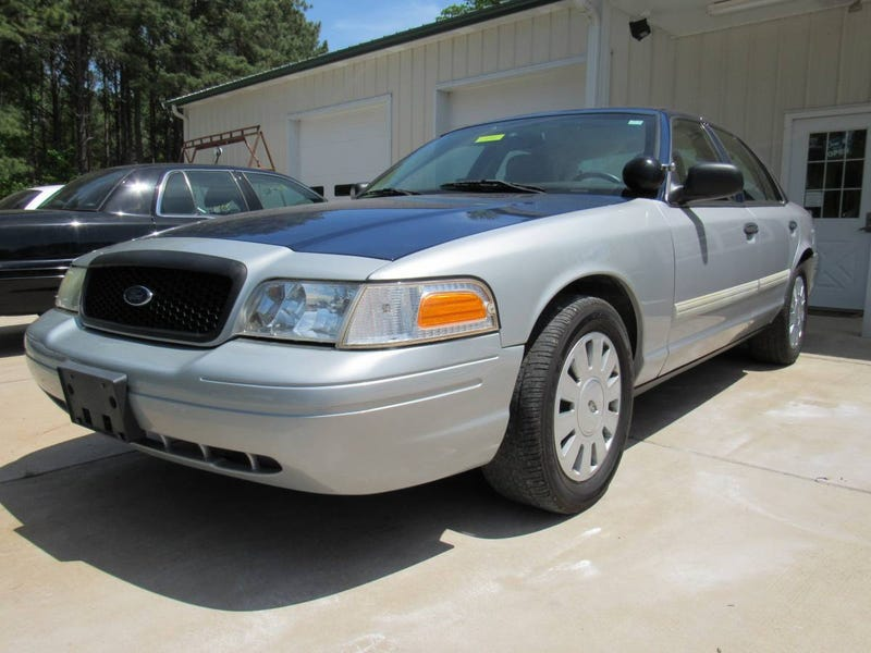 Illustration for article titled At $3,975, Could This 2011 Ford Crown Vic Interceptor Be Your Blue Light Special?