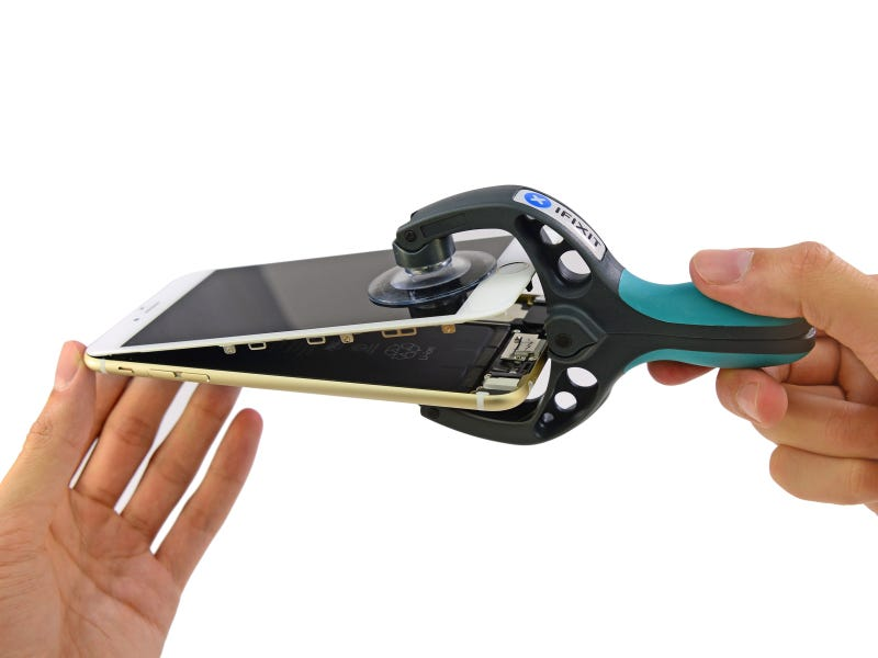 Illustration for article titled iPhone 6 and 6 Plus Teardown: Bigger Phone, Bigger Battery