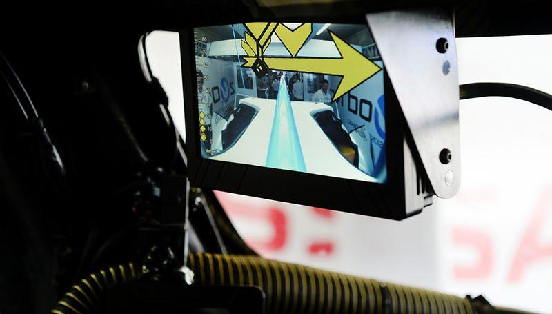 Illustration for article titled Los retrovisores de realidad aumentada llegan a los coches de carreras