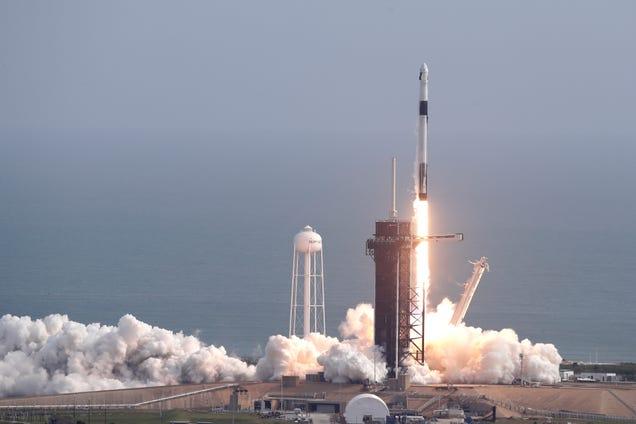 SpaceX Blows Up Rocket, Aces Emergency Escape Test