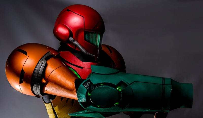 Illustration for article titled Superb Metroid Cosplay Makes Me Roll Into A Ball