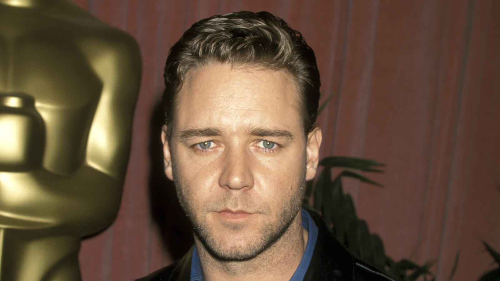 Russell Crowe auctions off movie memorabilia for divorce