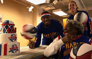 Virginia McLaurin (right, foreground) with Harlem Globetrotters (Harlem Globetrotters via Instagram)