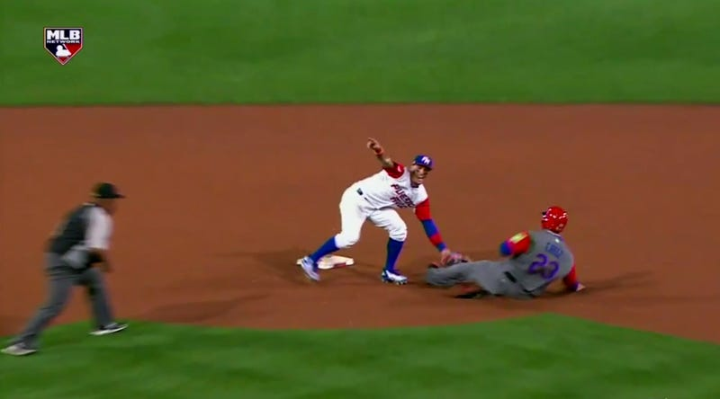 Illustration for article titled Javier Baez Started Celebrating This Tag Before He Even Caught The Ball