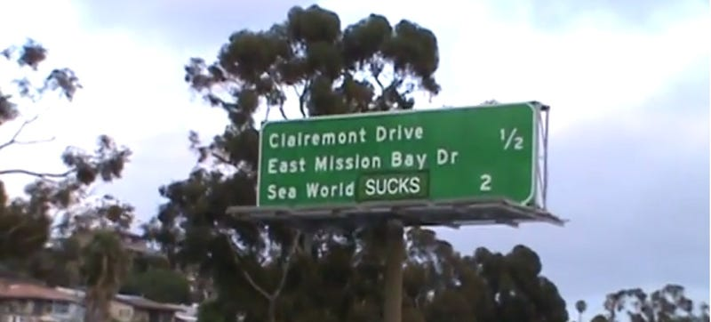 Illustration for article titled Vandals Hilariously Change Freeway Sign To Read 'Sea World Sucks'