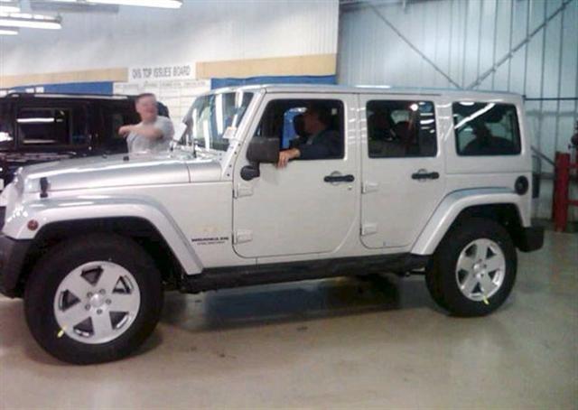 2011 jeep wrangler to get painted hard top. Black Bedroom Furniture Sets. Home Design Ideas