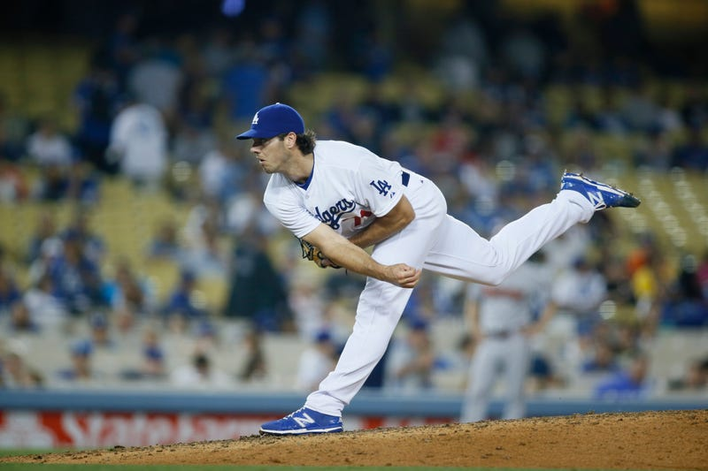 Illustration for article titled Dodgers Pitcher Josh Ravin Breaks Arm, Shares Very Gross Picture