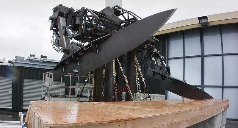 Illustration for article titled Megabots equipa la nueva versión de su robot gigante con dos cuchillos de 250 kilos y más de 2 metros
