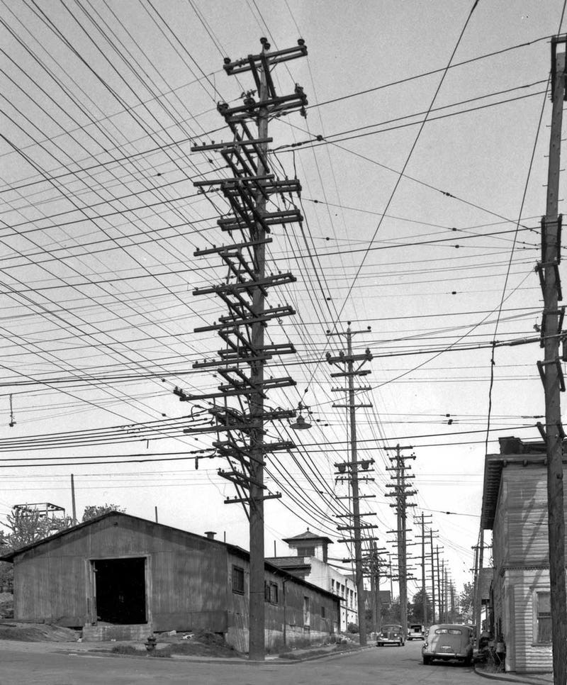 Photos From The Days When Thousands Of Cables Crowded Skies