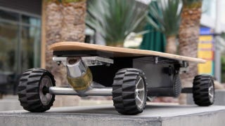 Illustration for article titled The Electric Skateboard Built to Actually Ride Like a Skateboard