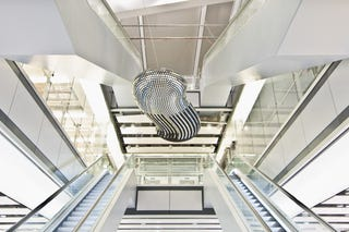 Illustration for article titled Digital Sculpture at Heathrow Airport Demonstrates that Every Cloud Has a Silver Lining