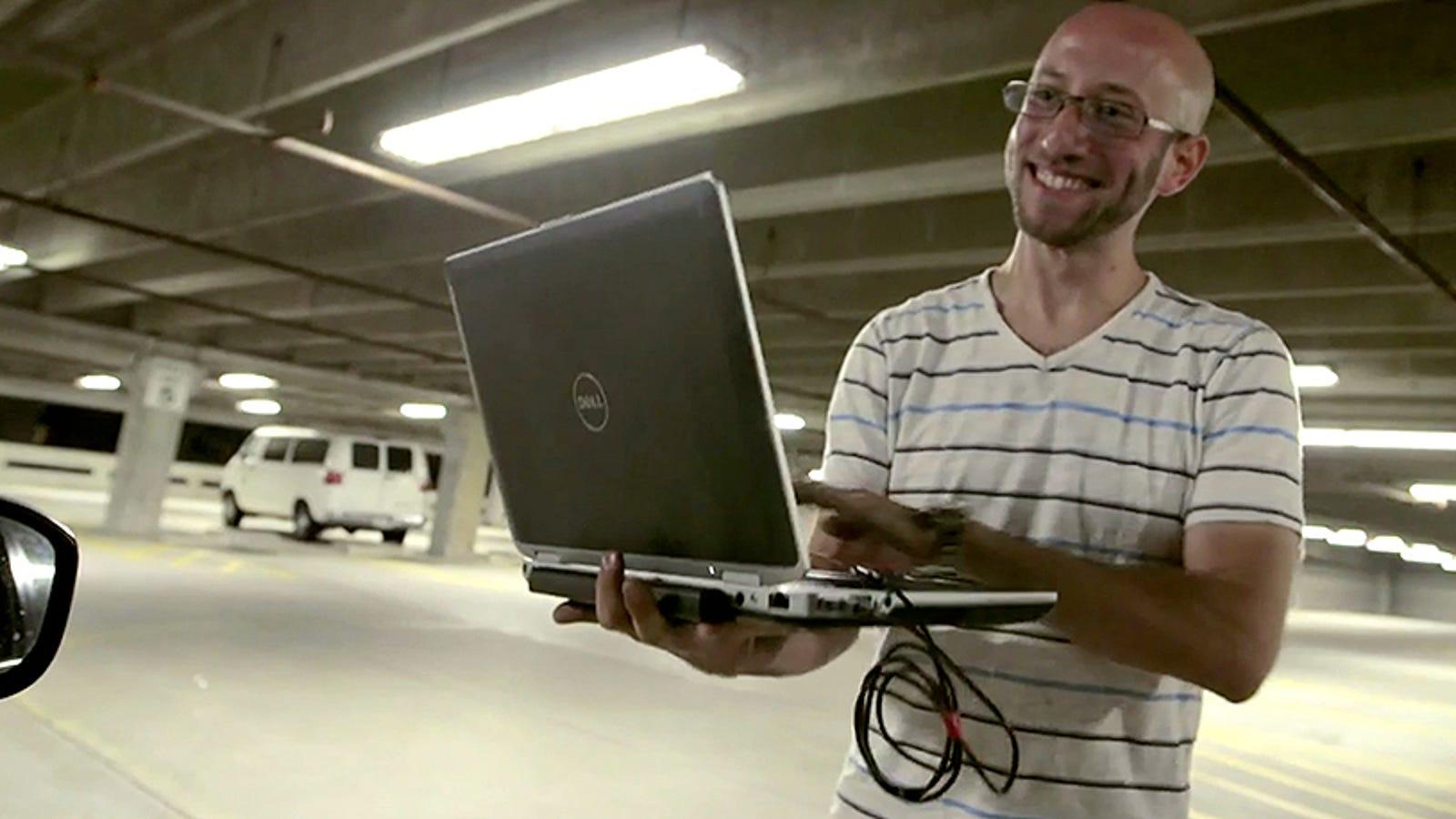 Hackear un coche y teledirigirlo es posible: este vídeo lo demuestra