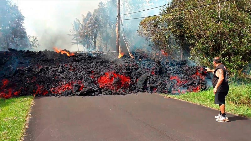 Illustration for article titled Authorities Warn Hawaii's Kilauea Volcano Could Explosively Erupt, With 17 Fissures Now Reported