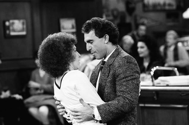 Rhea Perlman and Jay Thomas in Cheers (Photo: NBC/NBCU Photo Bank/Getty Images)