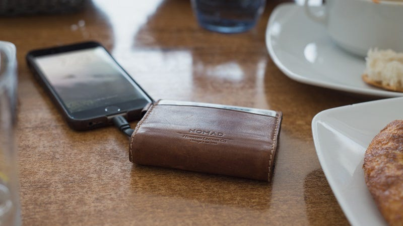Illustration for article titled The Nomad Leather Wallet Charges Your iPhone, Looks Good Doing It