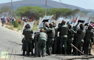 Illustration for article titled Ez történt amíg szétcsaptad magad: venezuelai börtönlázadás, rakoncátlankodó nasi az űrben