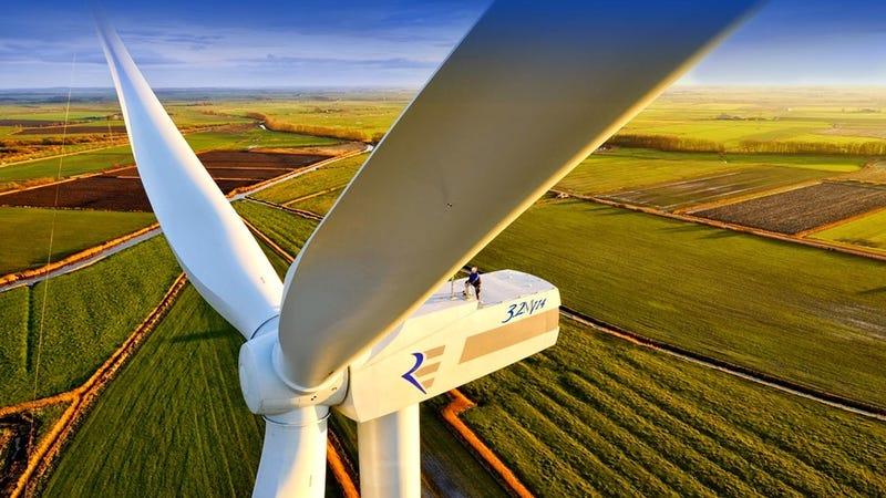 Un aerogenerador en un parque eólico de Portugal. Imagen: Ancora Wind