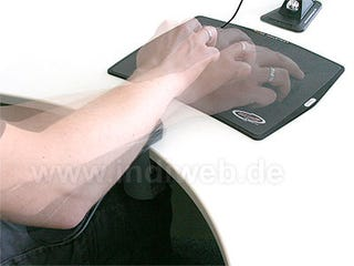 Illustration for article titled AimBLADE Props Up Elbows for Mouse-based Athletes