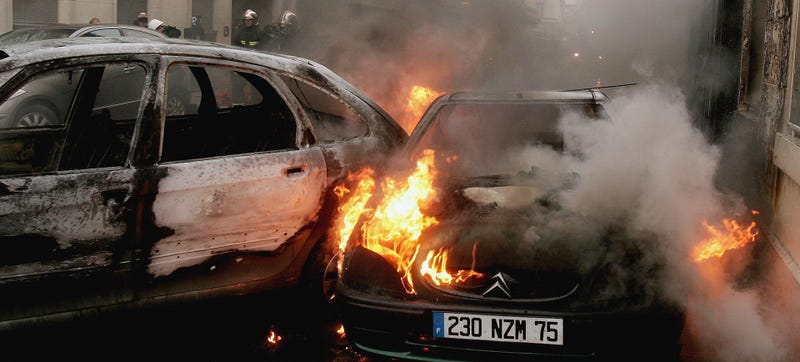 Illustration for article titled New Year's Eve Car Fires Dropped By 12% In France To A Still Crazy 940