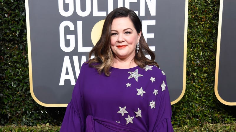 Illustration for article titled Celebrity hero Melissa McCarthy snuck 30 ham sandwiches into the Golden Globes