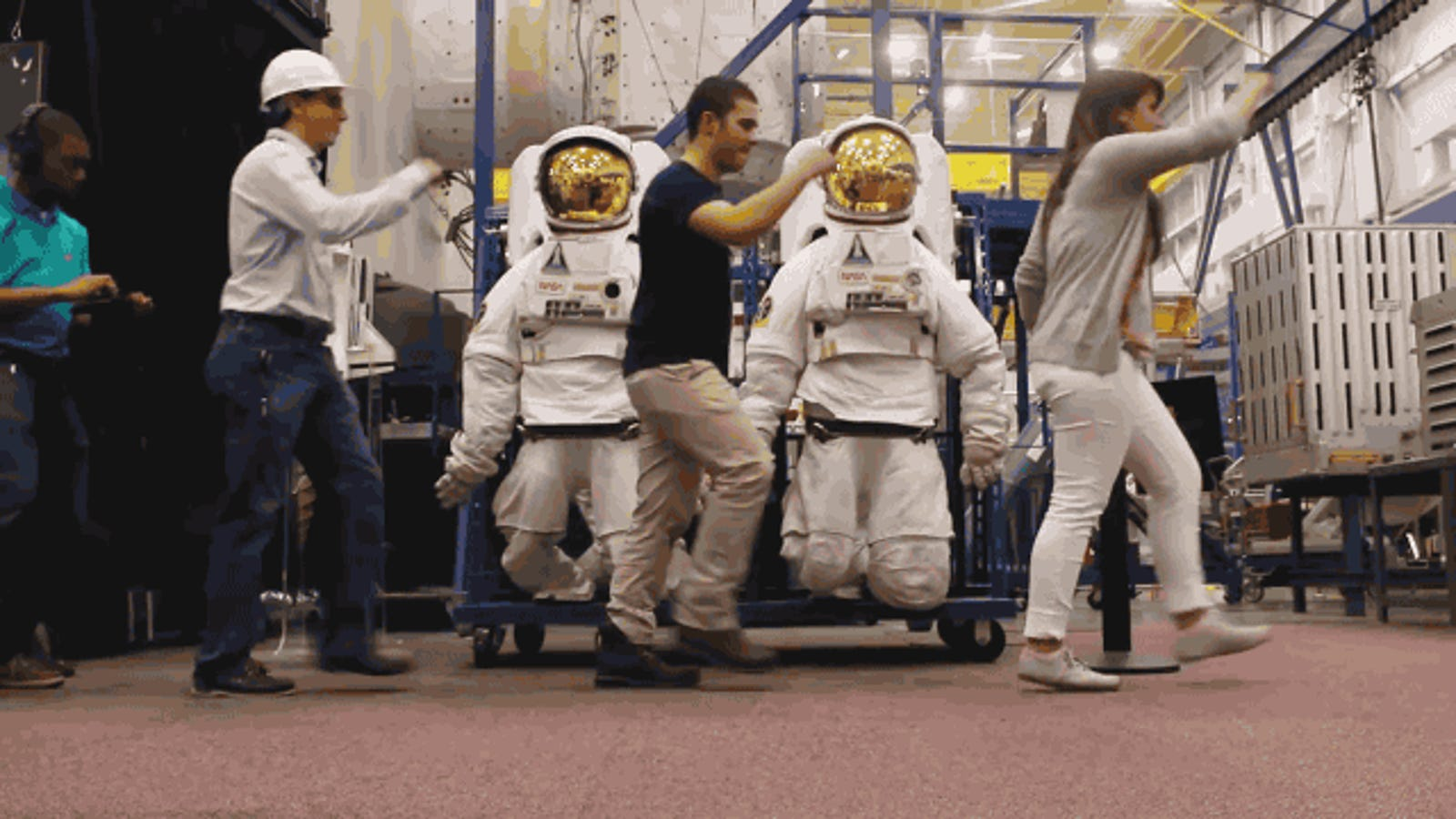 Si trabajas en la NASA, así de bien te lo pasas entre misión y misión