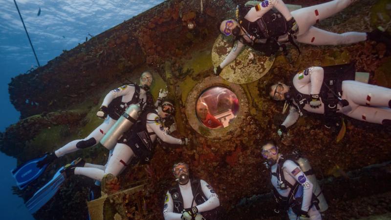 The new NEEMO crew gathers for a group photo (Image: NASA/NEEMO)