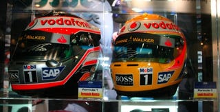 Illustration for article titled Tokyo Motor Show: Alonso and Hamilton Helmets — BFF!