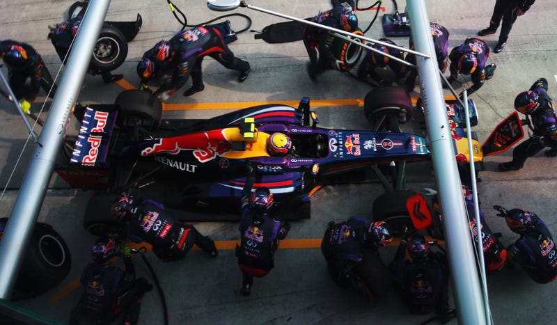 Illustration for article titled Watch Red Bull Racing Change Four Tires In A Record-Destroying 2.05 Seconds