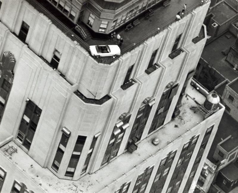 Illustration for article titled Hoisting A 1966 Mustang To The Roof Of The Empire State Building