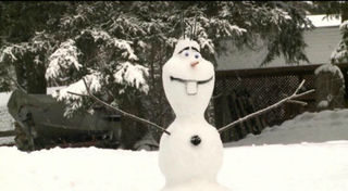 Illustration for article titled Cool Grandpa Builds Snowman From Frozen for Grandson