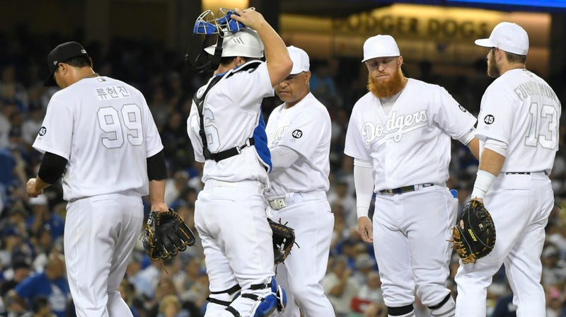 Illustration to article headline Report: The Dodgers Hate Players & # 39; Weekend Pants As Much As You