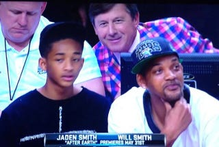 Illustration for article titled Craig Sager Photobombs Will Smith And Son