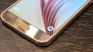 El (absurdo) drama sobre la batería no intercambiable del Galaxy S6
