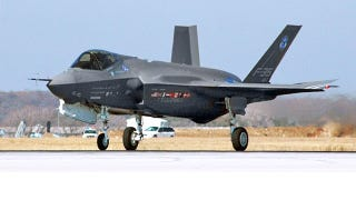 Illustration for article titled The F-35 Is Cleared to Fly Again (And Still Not Fixed)