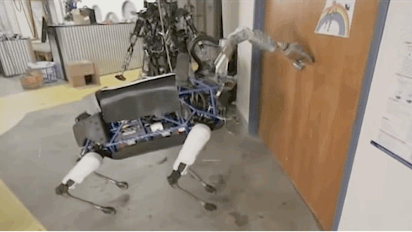 Los robots de Boston Dynamics ya abren puertas y caminan en exteriores