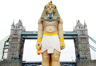 Illustration for article titled 16-Foot Tall Lego Pharaoh Floats Down the River Thames