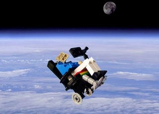 Illustration for article titled LEGO Stephen Hawking Takes Flight
