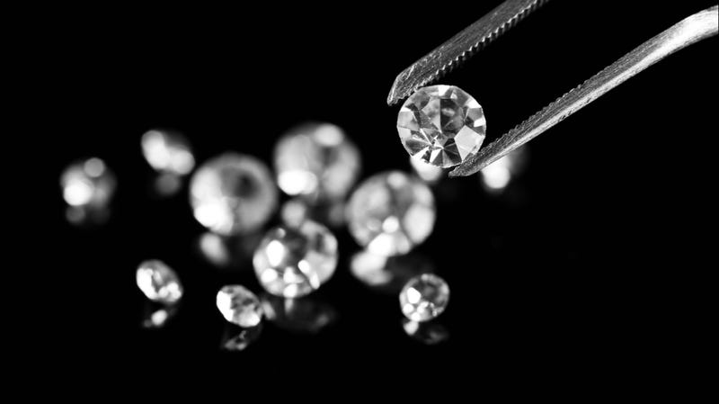 """Illustration for article titled China se ha vuelto tan buena sintetizando diamantes que los expertos no saben distinguirlos de los """"reales"""""""