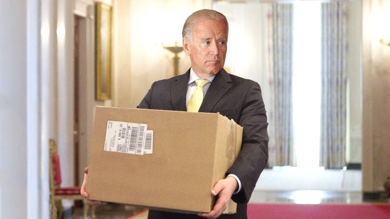 Illustration for article titled Biden Gets Grow Light Delivered To White House Under Fake Name