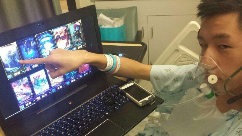 Illustration for article titled Collapsed Lung Can't Stop Pro Gamer From Playing League Of Legends