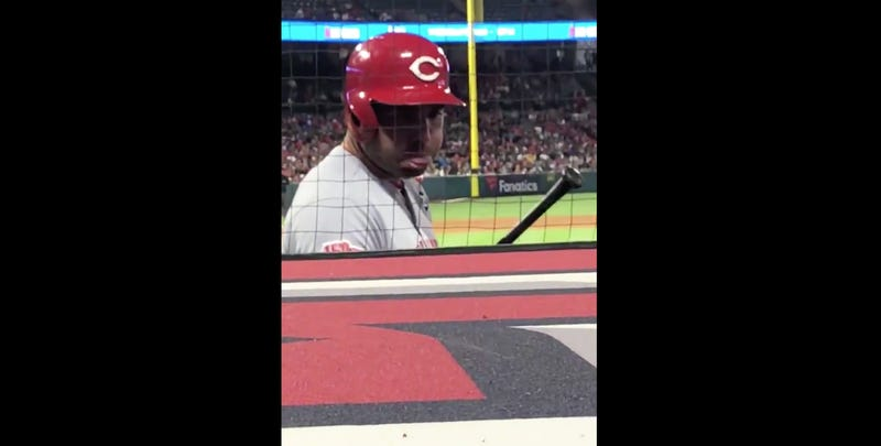 Illustration for article titled Joey Votto Treats Heckler With The Appropriate Level Of Respect