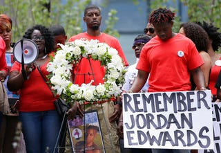 Charmaine Edwards speaks to supporters with son Vidal Allen (right) and husband Odell Edwards during a protest outside the courthouse in Dallas on May 13, 2017.  (L.M. Otero, File/AP Images)