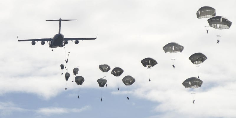 Illustration for article titled These Paratroopers Look So Peaceful While They're in the Air