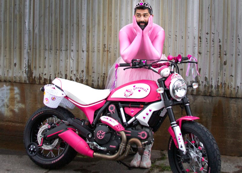 Illustration for article titled You've Never Seen A Custom Bike Like This Hello Kitty-Themed Scrambler