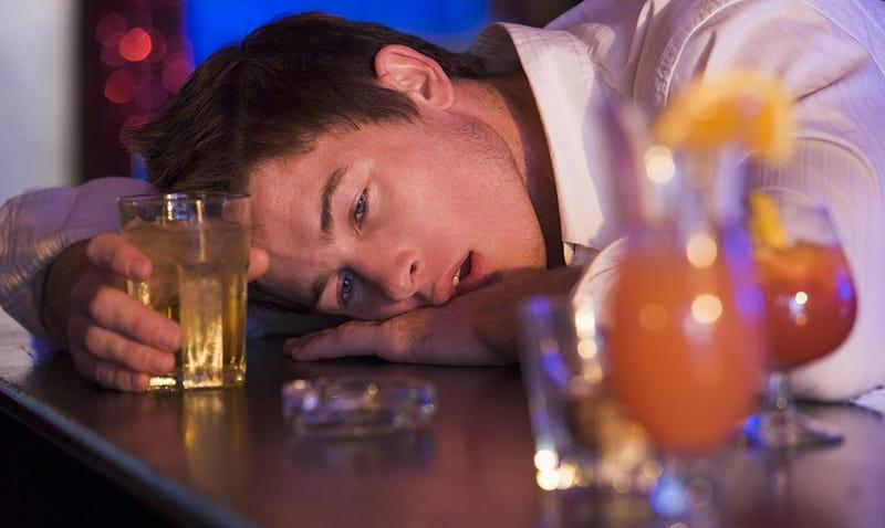 ¿Por qué nos ponemos sentimentales cuando tomamos alcohol?